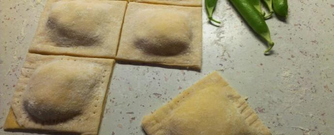 Domácí ravioli s ricottou a čerstvým hráškem