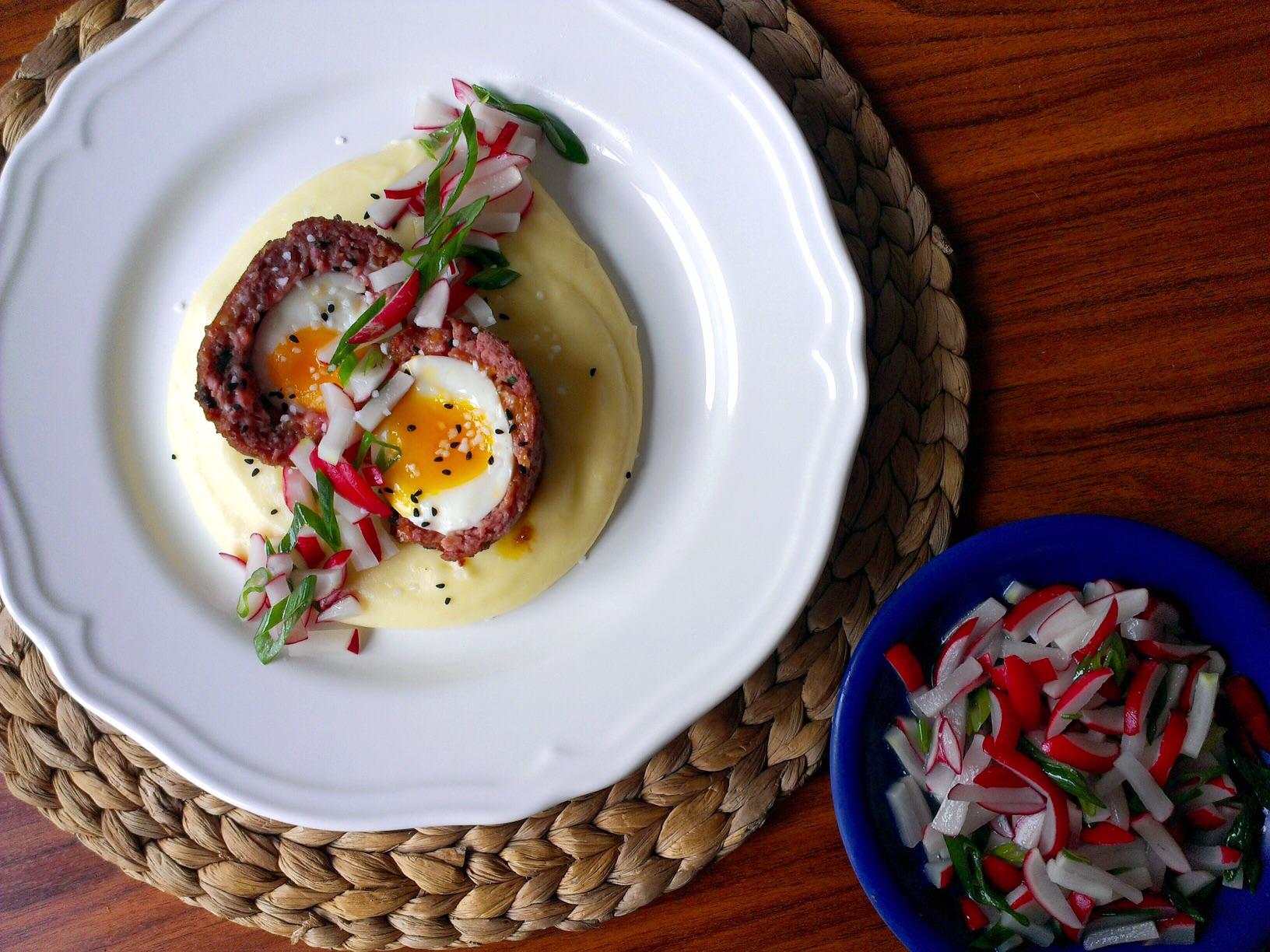 Skotské vejce s ředkvičkovým salátem
