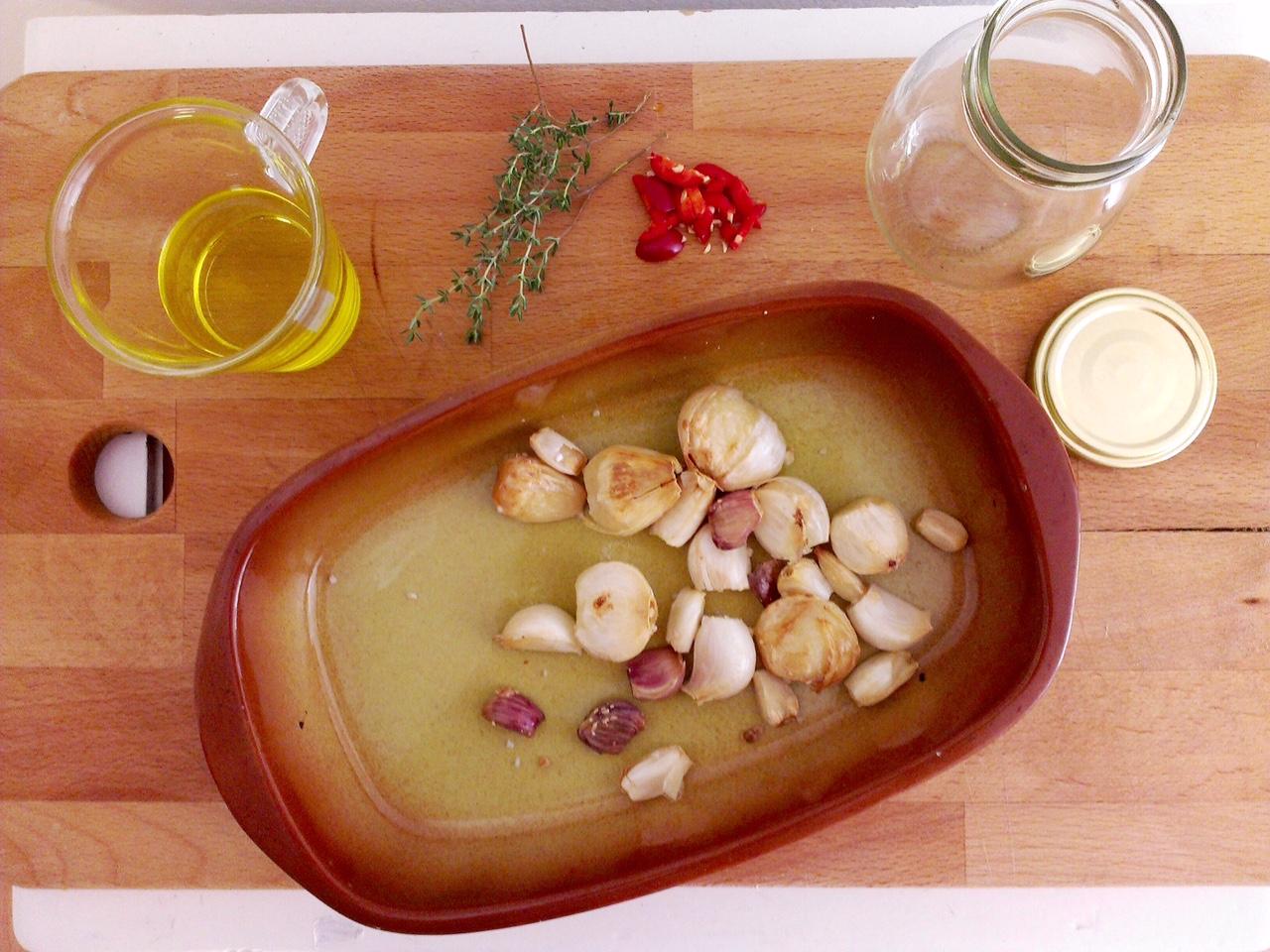 Nakládaný pečený česnek