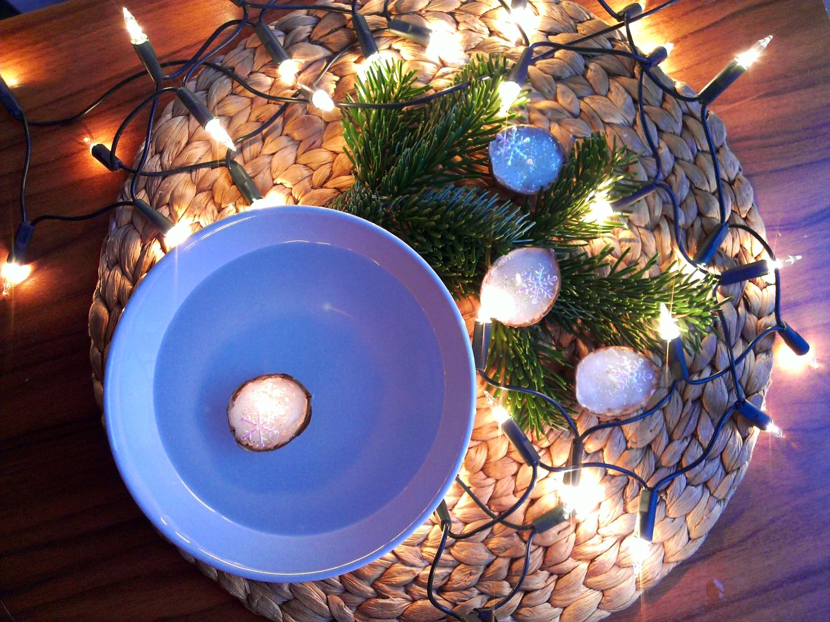 Vánoční lodičky z ořechových skořápek